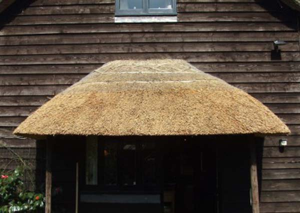 001 North Gorley - Water Reed Porch - THATCHES-012-1024x746-400x284